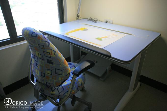 Artso 亞梭傢俬 小朋友大朋友的書桌